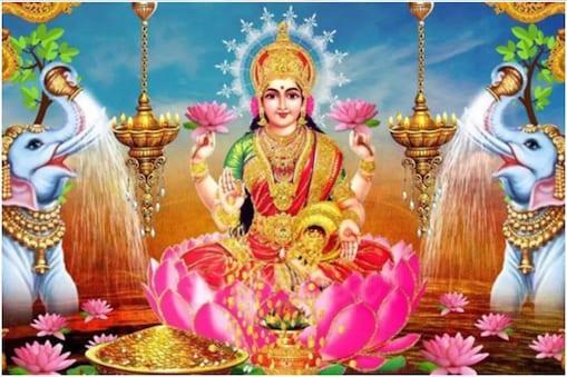 विधि-विधान से मां लक्ष्मी की पूजा करें.