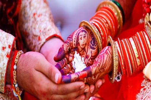 Agra News: शादी के 4 महीने बाद पति-पत्नी ने फांसी लगाकर की खुदकुशी Image-shutterstock.com
