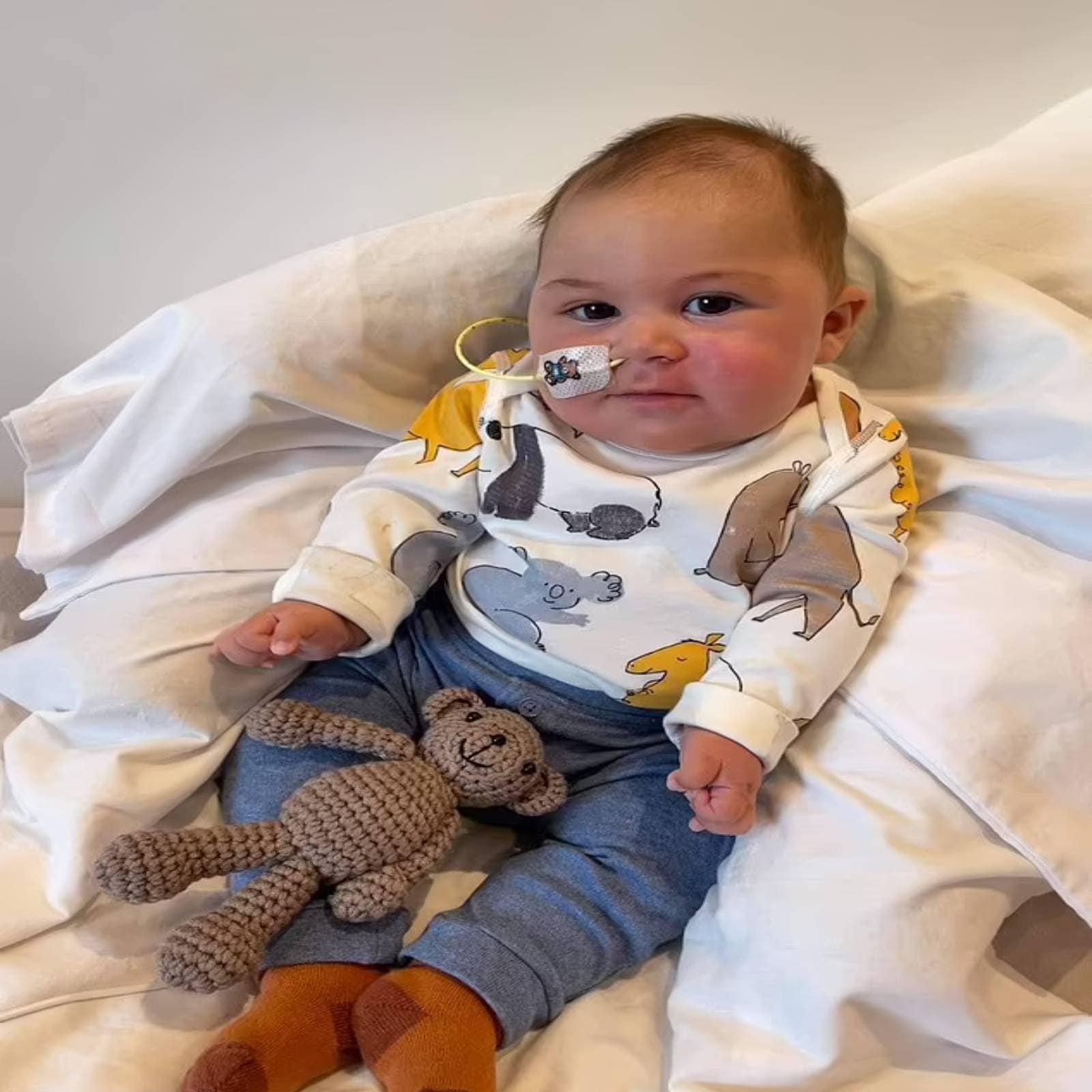 जिन लोगों ने भी जन्म के बाद लियो को देखा, उन्हें ये बात अजीब लगती थी, कि वो रो नहीं सकता. उसे सांस लेने में तकलीफ होती थी, लेकिन कभी रोकर वो इसे जता नहीं सकता था.