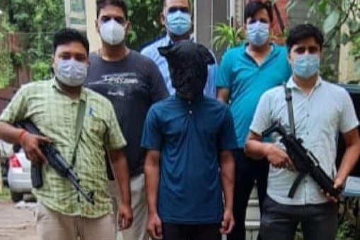 दिल्ली पुलिस की क्राइम ब्रांच ने एक बड़े गैंगस्टर डैनी को गिरफ्तार किया है, वह हाशिम गैंग का महत्वपूर्ण सदस्य है.