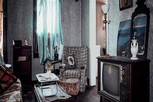सालों से बंद घर के अंदर से निकली दादी की पुरानी संदूक, मरने से पहले डाली थी ऐसी-ऐसी चीजें