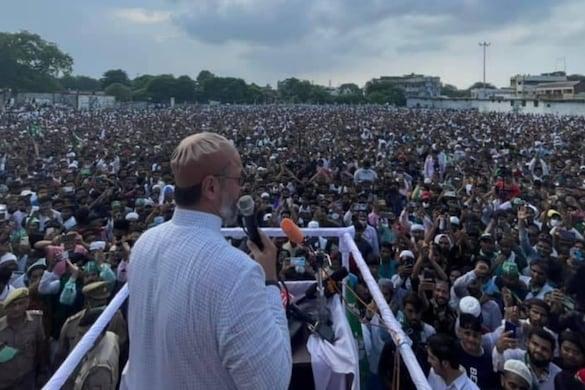 असदुद्दीन ओवैसी ने कहा कि यूपी में मुस्लिम अखलियत की कोई आवाज ही नहीं है.