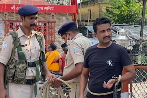 पलामू पुलिस अब गैंगस्टर डब्लू सिंह की गिरफ्तारी में जुटी हुई है.