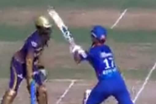 IPL 2021: गेंद को रोकने के लिए पीछे की तरफ बल्ला घुमाते ऋषभ पंत (PC: video screenshot)