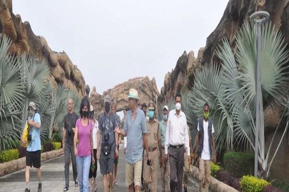 इटावा सफारी पहुंचे अमेरिकी एंबेसी से 21 पर्यटक.