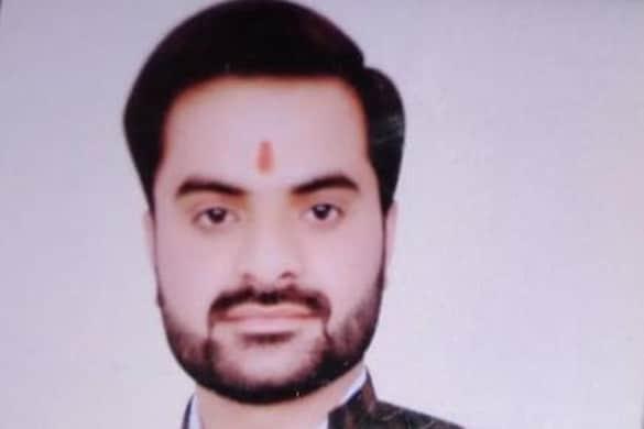 महंत नरेंद्र गिरि की मौत के मामले में तीसरे आरोपी संदीप तिवारी को पुलिस ने बुधवार को गिरफ्तार कर लिया था और गुरुवार को उसे कोर्ट में पेश किया गया.