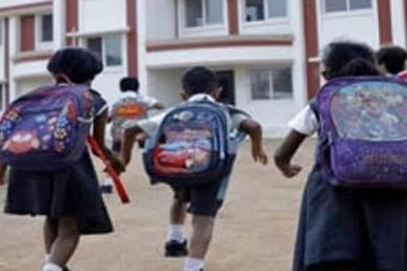 School Reopen: उत्तराखंड में मंगलवार से प्राइमरी स्कूल खुलेंगी.