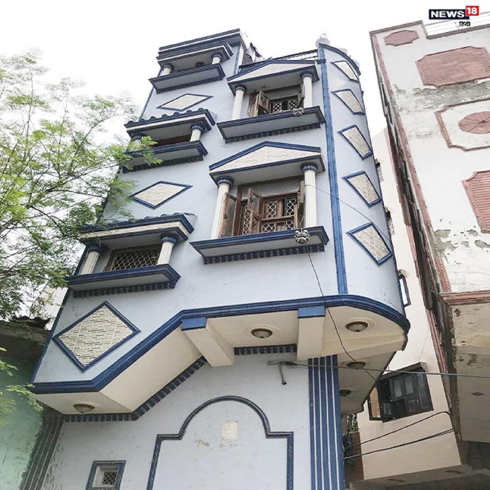 जहां तंग गलियों से निकलने पर लोग झल्ला जाते हैं, वहीं एक शख्स ने तंग जमीन पर तीन मंजिला इमारत खड़ी कर दी.छह गज का मकान, दिल्ली छह गज का घर, delhi six yard house, smallest house of delhi, delhi smallest house, lockdown experience in smallest house of delhi, delhi life in corona lockdown, lockdown diaries, lockdown special story, second wave corona in delhi, लॉकडाउन स्टोरी, लॉकडाउन के अनुभव, कोरोना और सोशल डिस्टेंसिंग, सबसे छोटा घर, बिल्डर, कला का नमूना, अजब गजब, आठवां अजूबा, कोरोना की दूसरी लहर