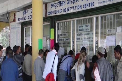 मध्य प्रदेश की राजधानी भोपाल और हबीबगंज स्टेशनों पर प्लेटफॉर्म के दाम 30 रुपये कम कर दिए गए हैं. (सांकेतिक तस्वीर)