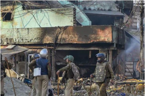 अदालत ने आगे कहा कि केवल उन पुलिस गवाहों के बयानों के आधार पर आगजनी के आरोप नहीं लगाए जा सकते जो घटना की तारीख पर संबंधित क्षेत्र में 'बीट' अधिकारी के रूप में तैनात थे. (सांकेतिक फोटो)