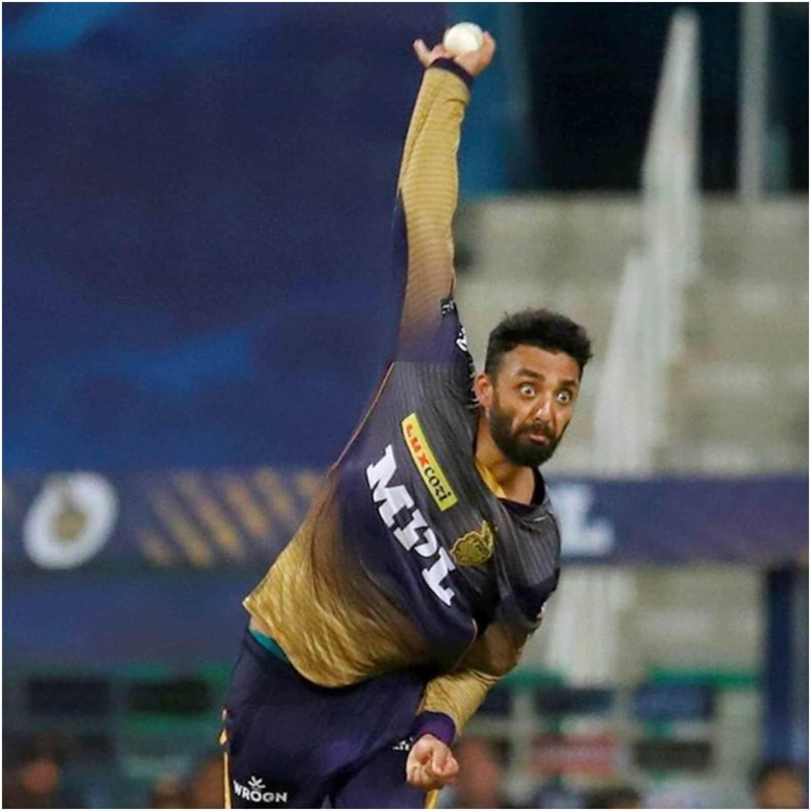 केकेआर के लेग स्पिनर वरुण चक्रवर्ती ने 15 मैचों में अब तक 60 ओवर गेंदबाजी की है. उनके खिलाफ रन बनाना किसी भी टीम के लिए आसान नहीं रहा है. उन्होंने सिर्फ 6.40 की इकोनॉमी से रन दिए हैं. इसके अलावा 16 विकेट भी लिए हैं. टीम के एक अन्य स्पिनर सुनील नरेन ने 6.41 की इकोनॉमी से रन दिए हैं और 14 विकेट लिए हैं. एलिमिनेटर मुकाबले में उन्होंने आरसीबी के खिलाफ 4 बड़े विकेट झटके थे. (PTI)