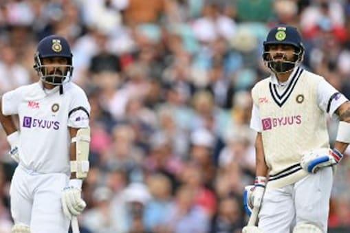 टीम इंडिया के खिलाड़ी इंग्लैंड के खिलाफ सीरीज के चौथे टेस्ट मैच में बाजू पर काली पट्टी पहनकर खेलने उतरे. (AFP)