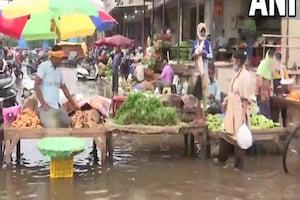 Weather Alert: Delhi-NCR में झमाझम बारिश जारी, गाजीपुर सब्जी मंडी हुई पानी-पानी