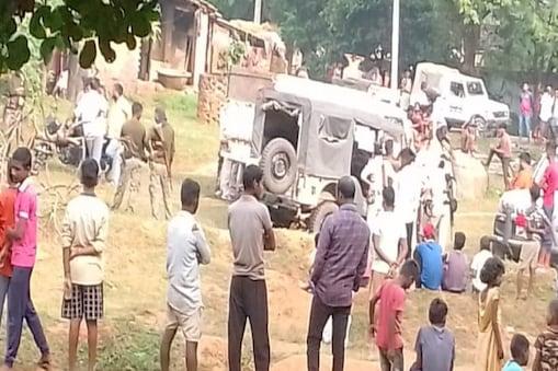 बिहार के जमुई में हुई हत्या की घटना के बाद मौके पर जमा भीड़