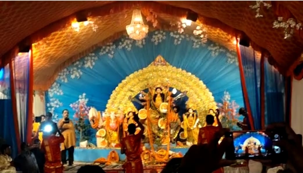 शहर मे सजे है देवी मां के पंडाल, कोरोना का भी दिख रहा असर