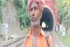 रेलवे का ऐसा 'रखवाला' जो एक से दूसरे स्टेशन पैदल चल पटरियों का रखते हैं ख्याल
