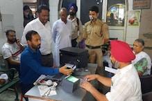 Aadhaar Card कैंप में 2,000 से ज्यादा लोगों ने कराए आधार से जुड़े काम