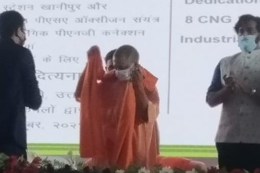 मुख्यमंत्री ने कहा कि टोरेंट को इस वर्ष मार्च के अंत तक गोरखपुर में 10000 पीएनजी कनेक्शन देने का लक्ष्य दिया गया है.