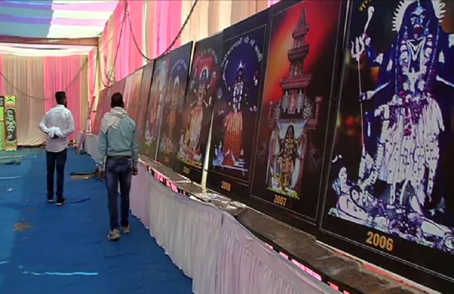 हर साल जबलपुर के रांझी क्षेत्र में मां की विशालकाय प्रतिमा स्थापित की जाती है और 9 दिन तक पूजा अनुष्ठान का दौर चलता है. प्रतिमा स्थापना के लिए 2038 तक इसकी बुकिंग हो चुकी है. भक्तों ने इसकी राशि जमा कर दी है. 2056 तक प्रतिमा स्थापना के लिए वेटिंग चल रही है.