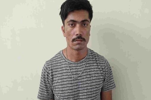 राम सिंह सिरोही जिले के माउंट आबू क्षेत्र में स्थित गोवा गांव का रहने वाला है. वह 3 वर्ष पूर्व मिलिट्री इंजीनियरिंग सर्विस में नियुक्त हुआ था.