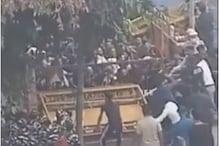 दिल्ली के जोर बाग में धार्मिक जुलूस के दौरान लोगों की पुलिस से झड़प