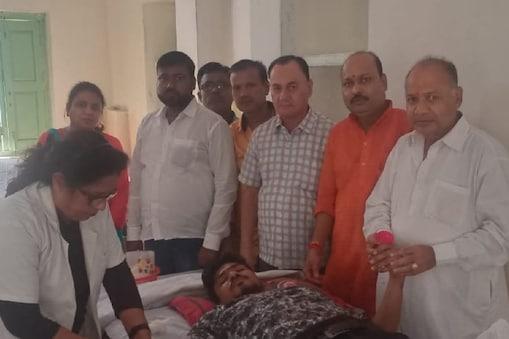 मेरठ में पशु बलि को रोकने के लिए दुर्गा पूजा मित्र मंडल ने अनूठी पहल की है.