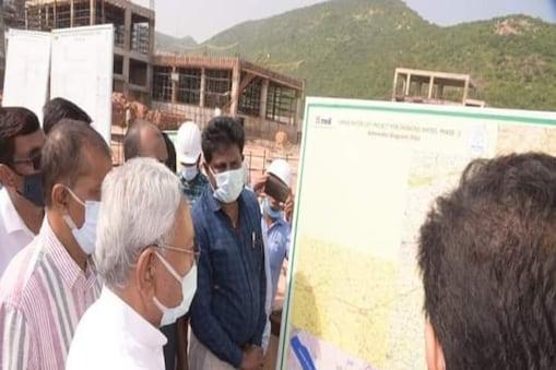 मुख्यमंत्री नीतीश कुमार ने मंगलवार को गंगा उद्वह योजना का जायजा लिया