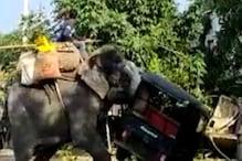 दशहरा मेला में आए हाथी को अचानक आ गया गुस्सा, करने लगा तांडव, देखिए Video