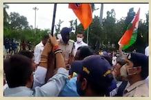 Bhopal News: गांधी प्रतिमा पर झंडे की खातिर भिड़ गए बीजेपी-कांग्रेस नेता