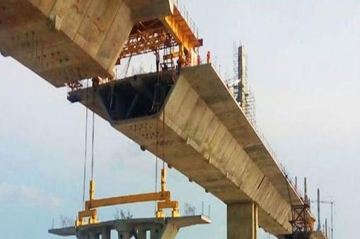 बिहार में गंगा नदी पर बन रहा एक पुल.