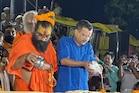 भक्ति में डूबे अयोध्या पहुंचे दिल्ली के मुख्यमंत्री अरविंद केजरीवाल-See Photos