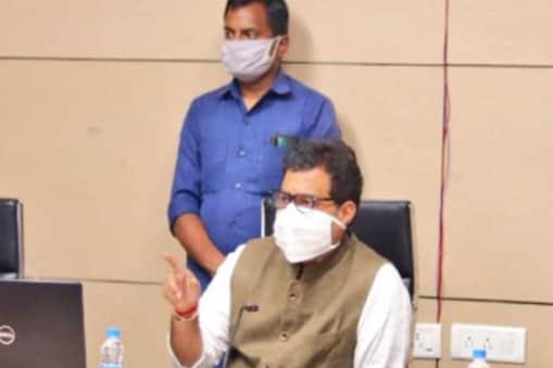 UP: ऊर्जा मंत्री श्रीकांत शर्मा लगातार प्रदेश में पावर सप्लाई की समीक्षा कर रहे हैं.
