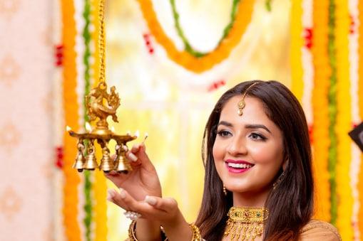 नवरात्रि स्पेशल नौ दिन का ड्रेस कोड तय करें.Image : shutterstock