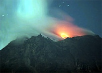 Villagers flee after Mount Merapi erupts