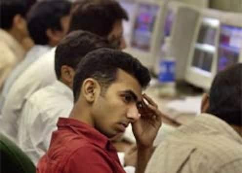 Mkts fall, investors shifting options
