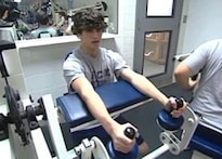 US school teaches kids techniques for strength training