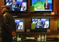 </a><a href='http://www.ibnlive.com/photogallery/1078.html'>Pics: Media frenzy over US elections</a>   <a href='http://ibnlive.in.com/blogs/anubhabhonsle/178/52793/race-to-the-white-house.html'>Blogs from Ohio</a>