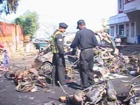 <a href='http://ibnlive.in.com/photogallery/1179.html'>First pics: Serial blasts in Guwahati</a>