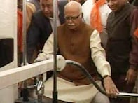 Advani flexes his muscles, tries his hand at dumbells