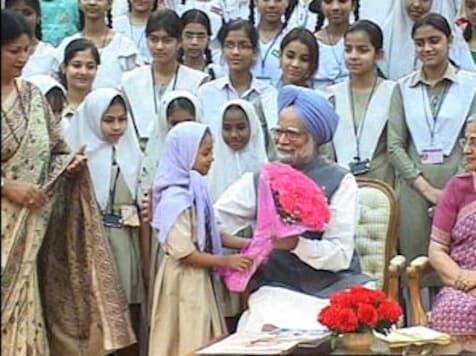 PM greets nation on Eid, eve of Holi festivals