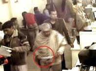 Watch: Conman caught on camera stealing Rs 1 lakh