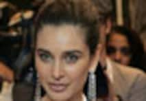 <a href='http://www.ibnlive.com/photogallery/1364.html'>In Pics: Lisa Ray in <i>Hello</i>'s 50 most beautiful</a>