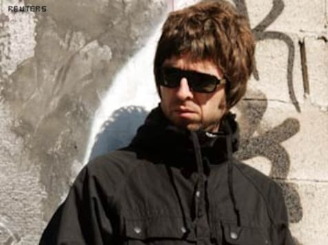 Oasis guitarist Noel Gallagher quits band