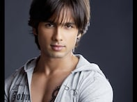 <a href='http://buzz18.in.com/videos/videos/shahid-kapoor-romances-genelia/164552'>Watch: Shahid Kapoor in <i>Chance Pe Dance</i></a>