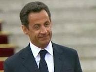 Sarkozy posts on Facebook photo of him at Berlin Wall