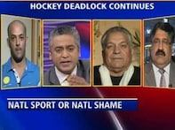 Hockey players, officials spar over unpaid dues