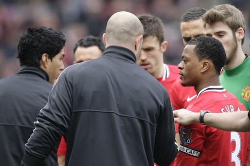 Suarez apologizes for snubbing Evra handshake
