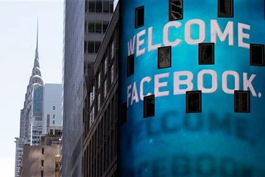 Facebook ads don't sway most users: poll