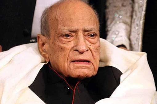 I helped out Hangal saheb financially: Amitabh
