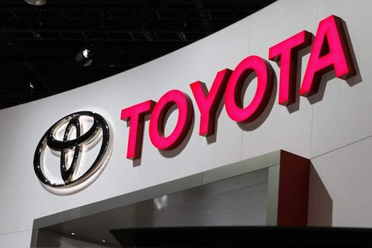 Toyota regains world's top auto sales crown from GM